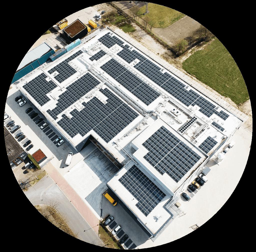 Jan Zandbergen Group - Diviande dronefoto zonnepanelen